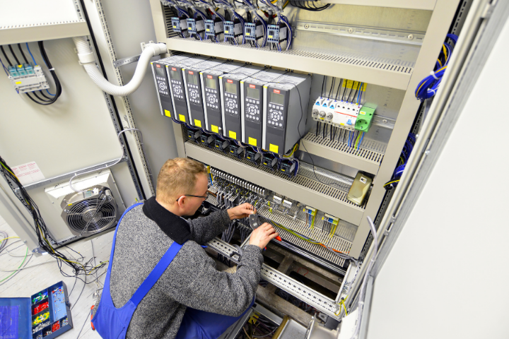 Mise en service de solution d'automatisme et airmoire de contrôle commande IS2I