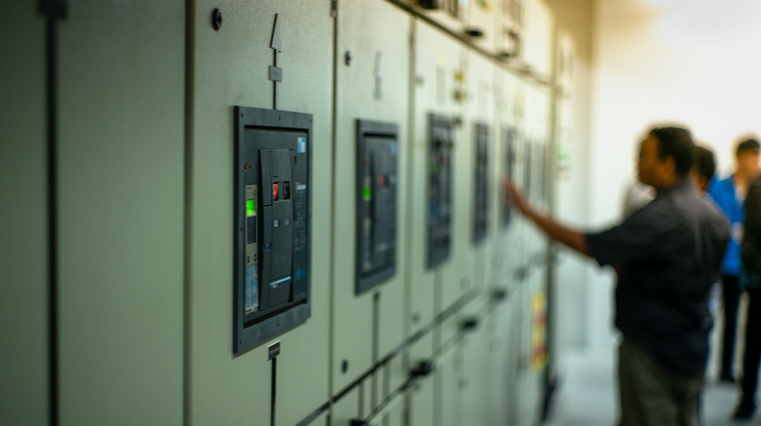 Advice expand and modify your energised Low-Voltage Switchboard